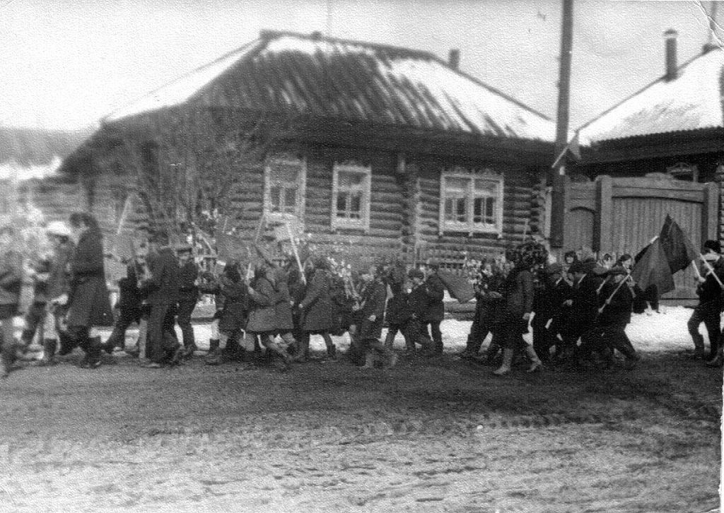Фото 3. Демонстрация в Поречье, 1960-е годы